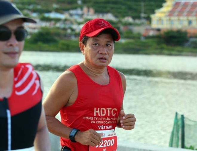Ông Đoàn Ngọc Hải hoàn thành đường chạy marathon trên đảo Lý Sơn - 2